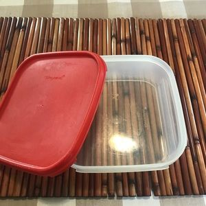 Tupperware container red lid, 5 cups